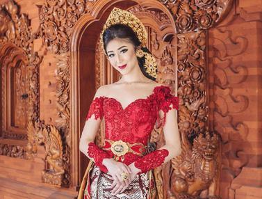 FOTO: Gaya Putu Ayu Saraswati saat Pakai Kebaya, Anggun dan Menawan