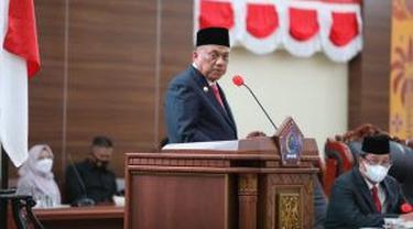 Gubernur Sulut Olly Dondokambey di ruang rapat paripurna Kantor DPRD Sulut, Senin (3/5/2021).