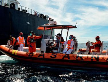 FOTO: Basarnas Evakuasi ABK Rusia di Laut Lepas Pantai Aceh