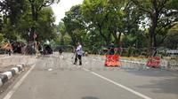 Jalan Medan Merdeka Barat ditutup jelang demo mahasiswa, Kamis (17/10/2019). (Liputan6.com/Ady Anugrahadi)