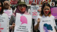 Massa Gerakan Perempuan Anti Kekerasan (Gerak Perempuan) menggelar aksi di Kementerian Pendidikan dan Kebudayaan (Kemdikbud), Jakarta, Senin (10/2/2020). Mereka menuntut Mendikbud Nadiem Makarim untuk membuat peraturan di kampus yang melindungi dari pelecehan seksual. (Liputan6.com/Faizal Fanani)