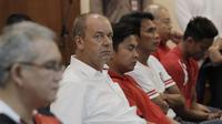 Pelatih Bali United, Hans-Peter Schaller, saat konferensi pers jelang laga final Piala Presiden 2018 di Hotel Sultan, Jakarta, Kamis (15/2/2018). Final dan semifinal Piala Presiden 2018 akan digelar di SUGBK Jakarta. (Bola.com/M Iqbal Ichsan)