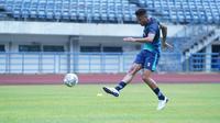 Striker Persib Bandung, Wander Luiz, saat sesi latihan. (Bola.com/Erwin Snaz)