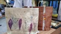 Penampakan tas kulit kayu yang dibuat dari jenis pohon Bea atau dikenal dengan Saeh (dok Liputan6.com/Ossid Duha Jussas Salma)