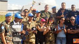 """Citizen6, Naquora: Kedua kalinya Indobatt kembali mengukir prestasi dengan menjuarai turnamen tenis yang bertajuk """"Intercontingent Open Lawn Tennis Competition"""" UNIFIL bertempat di Lapangan tenis Markas UNIFIL, Naqoura, Lebanon Selatan."""
