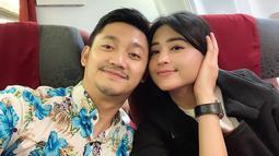 Pasangan ini kerap mengunggah kekompakan keduanya saat di rumah maupun saat bekerja bersama, so sweet banget. (Liputan6.com/IG/@anggawijaya88)