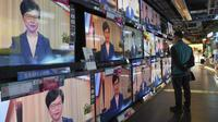 Siaran televisi dari Kepala Eksekutif Hong Kong, Carrie Lam, saat mengumumkan pencabutan RUU Ekstradisi. (AP)