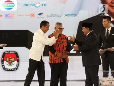 Kehangatan Jokowi - Prabowo Awali Debat Keempat Pilpres 2019