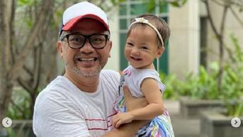 Indra Brasco Sering Perlihatkan Momen Gendong Anak, Suami Mona Ratuliu Ini Dipertanyakan Pekerjaannya