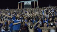 Ribuan pendukung Persib, Viking merayakan kemenangan Persib atas Martapura F.C pada laga Piala Presiden di Stadion Si Jalak Harupat, Bandung, Kamis (10/9/2015). (Bola.com/Vitalis Yogi Trisna)