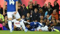 8. Andre Gomes (Everton) - Cedera patah engkel kaki kanan saat melawan Tottenham yang masih belum diketahui masa penyembuhannya. (AFP/Oli Scarff)