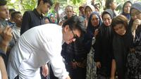 Pemakaman Dylan Sahara, Korban Tsunami Selat Sunda (Liputan6.com/Dian Kurniawan)