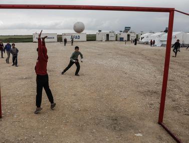 Intip Keceriaan Anak-Anak Pengungsi Suriah Bermain Sepak Bola