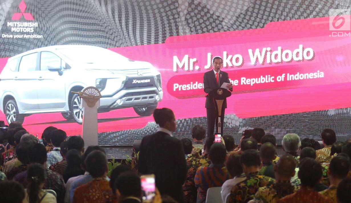 Presiden Joko Widodo (Jokowi) memberi sambutan pada peresmian ekspor perdana Mitsubishi Xpander di IPC Car Terminal, Cilincing, Jakarta, Rabu (25/4). Mitsubishi Motors secara resmi melakukan ekspor perdana Mitsubishi Xpander. (Liputan6.com/Angga Yuniar)