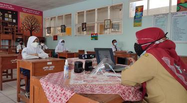 Uji coba pembelajaran tatap muka (PTM) terbatas di Kota Bogor.