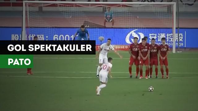 Eks AC Milan, Alexandre Pato mencetak gol spektakuler saat Tianjin Quanjian menghadapi Shanghai SIPG.