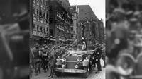 Blutfahne adalah bendera Nazi Jerman yang disebut-sebut terpercik darah para pejuang Hitler yang tewas saat memberontak melawan pemerintah Jerman sebelum Nazi. (Sumber Wikimedia Commons)
