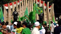 Sabtu (05/04/14), Tugu Proklamasi Jakarta dipadati ribuan simpatisan PPP yang mengikuti kampanye umum terbuka (Liputan6.com/Helmi Fithriansyah)