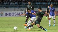 Duel PSIS Semarang Vs Kalteng Putra pada babak penyisihan Grup C Piala Presiden 2019, di Stadion Moch Soebroto, Magelang, Minggu (10/3/2019). (Bola.com/Vincentius Atmaja)