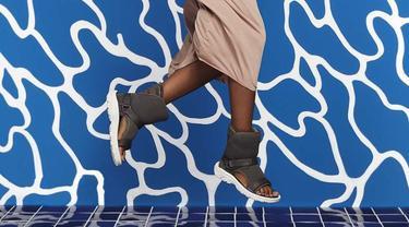Sandal Boots Pertama di Dunia, Modis atau Aneh?