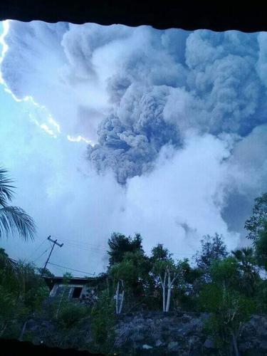 Erupsi Gunung Ili Lewotolok, Lembata, NTT, MInggu (29/11/2020). (Foto: Istimewa)
