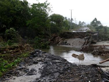 Diterjang Tsunami Selat Sunda, Jembatan Penghubung di Jalur Alternatif Ambruk