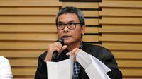 Plt Komisioner KPK Johan Budi SP membeberkan kronologis proses penangkapan pejabat Pemerintah Kabupaten Musi Banyuasin di gedung KPK Jakarta, Sabtu (20/6/2015). (Liputan6.com/Helmi Fithriansyah)