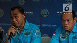 Kepala BNN Komjen Pol Heru Winarko (kiri) memberi keterangan saat rilis pemusnahan barang bukti sabu di Kantor BNN, Jakarta, Jumat (10/5/2019). Sabu tersebut sitaan dari Dumai 9,8 Kg, Depok 20,9 Kg, Tarakan 1,7 Kg, Asahan 10 Kg, Batubara 60 Kg, dan Aceh Tamiang 67,1 Kg. (Liputan6.com/Faizal Fanani)