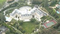 Rumah ini merupakan milik Petra Ecclestone, putri dari mantan pemegang hak komersial olahraga balap mobil Formula 1, Bernie Ecclestone.
