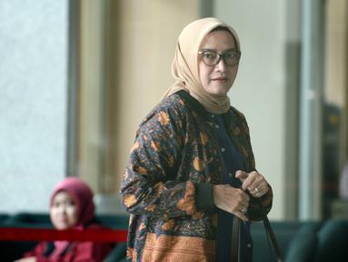 Komisioner KPU Evi Novida Ginting Manik tiba di Gedung KPK, Jakarta, Rabu (26/2/2020). Evi diperiksa sebagai saksi untuk tersangka staf Sekjen PDIP Hasto Kristiyanto, Saeful Bahri, terkait kasus dugaan penerimaan hadiah atau janji penetapan anggota DPR Terpilih 2019-2024. (merdeka.com/Dwi Narwoko)