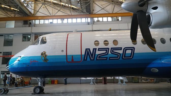 Pesawat N-250 merupakan pesawat rancangan terakhir Presiden Ketiga RI BJ Habibie saat memimpin PT Industri Pesawat Terbang Nurtanio (IPTN), kini PT Dirgantara Indonesia. (Liputan6.com/Huyogo Simbolon)