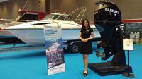 Tidak cuma menampilkan line up produk mobil dan sepeda motor, PT Suzuki Indomobil Sales juga menghadirkan mesin tempel untuk kapal di Telkomsel IIMS 2019. (Septian / Liputan6.com)