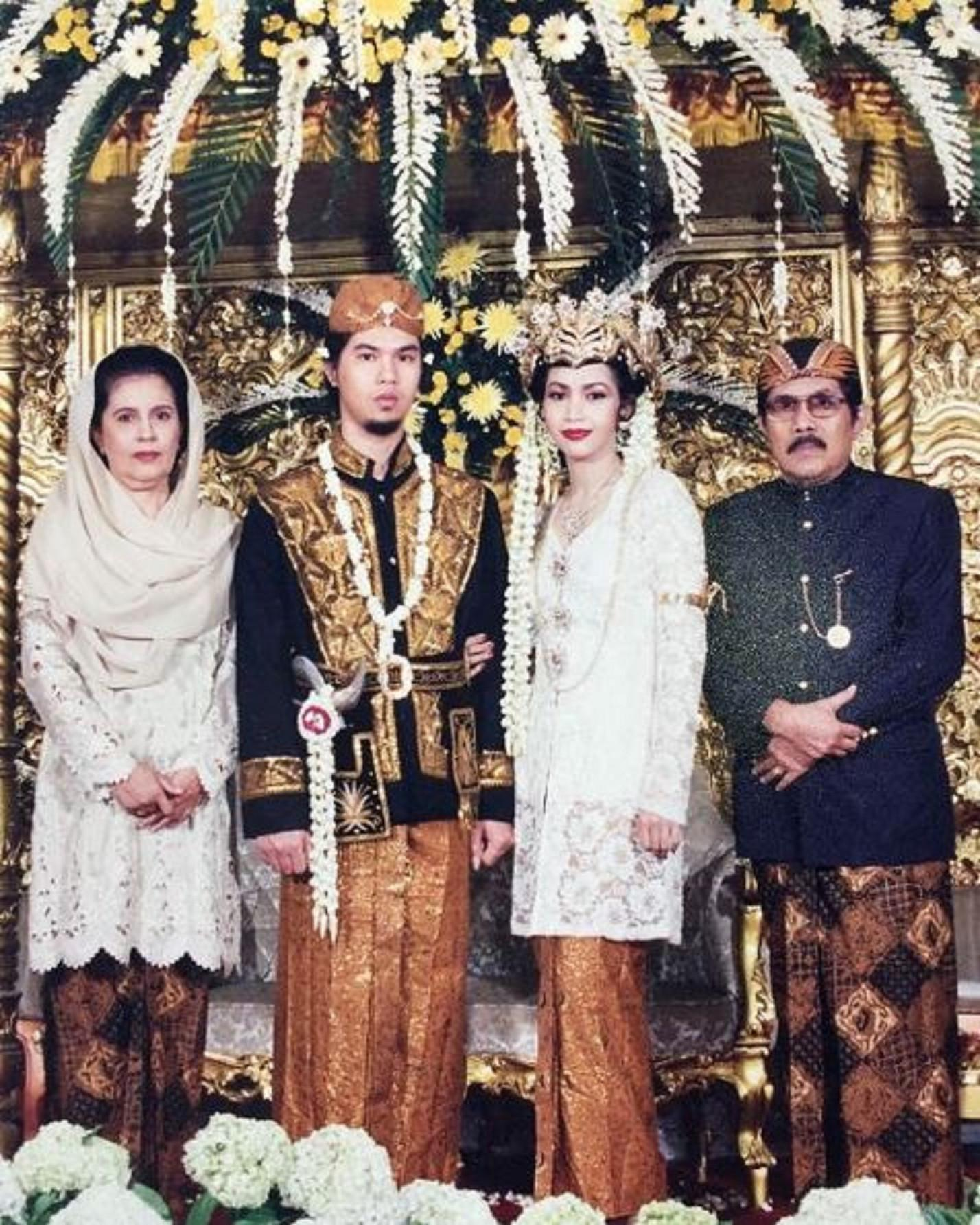 Ahmad Dhani mengunggah foto pernikahannya dengan Maia Estianty (Instagram/@ahmaddhaniprast)