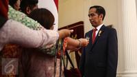 Presiden Joko Widodo (Jokowi) memberikan keterangan di Istana Merdeka, Jakarta (Liputan6.com/Faizal Fanani)
