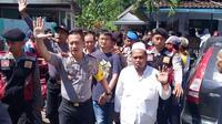Ratusan warga Desa Pace Kecamatan Silo Kabupaten Jember, menyandera tujuh orang yang terdiri dari WNA dan staf Dinas Energi Sumber Daya Meneral (ESDM). (Liputan6.com/ Dian Kurniawan)