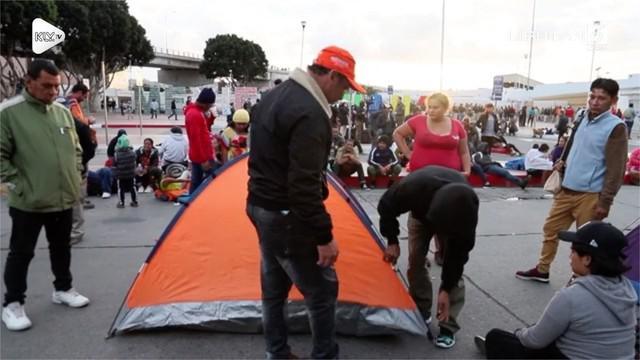 Puluhan imigran Honduras membangun tenda di perbatasan Mexico dan AS. Mereka tidak bisa masuk AS karena pengetatan kebijakan imigrasi oleh Presiden Trump.