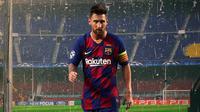 Barcelona - Lionel Messi Walk Out From Camp Nou (Bola.com/Adreanus Titus)