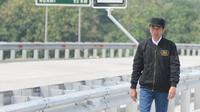 Presiden Joko Widodo (Jokowi) meninjau ruas jalan Trans Jawa seusai peresmian di Provinsi Jawa Timur, Kamis (20/12). Jokowi meresmikan empat ruas tol Trans Jawa seksi Jawa Timur sepanjang 59 km. (Liputan6.com/Angga Yuniar)