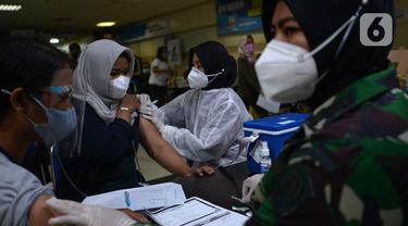 FOTO: Warga Bekasi Jalani Vaksinasi COVID-19 di Plaza Pondok Gede