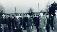 Anggota kelompok Operasional, Jenderal William J. Donovan di Bethesda, Maryland, sebelum keberangkatan mereka ke China pada tahun 1945. (Public Domain)