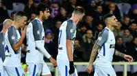 Para pemain Inter Milan merayakan gol ke gawang Fiorentina pada laga Serie A di Artemio Franchi, Jumat (5/1/2018). (AFP/Alberto Pizzoli)