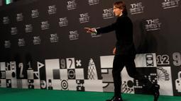 Pemain Real Madrid asal Kroasia, Luka Modric, menghadiri penganugerahan Pemain Terbaik FIFA 2018 di London, Senin (24/9/2018). Dirinya mampu mematahkan dominasi Cristiano Ronaldo dan Lionel Messi. (AFP/Adrian Dennis)