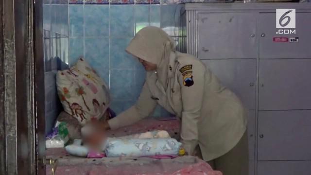 Bayi berjenis kelamin laki-laki ditemukan didalam laci meja rias di kamar hotel Solo, Jawa Tengah.