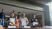 Polisi tangkap penyebar spanduk ujaran kebencian (Yunita Kurniawati/Merdeka.com)