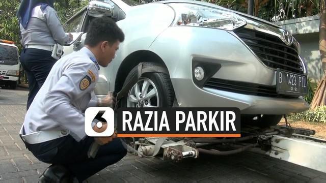 Razia parkir liar di kawasan Kemayoran, Jakarta Pusat, diwarnai aksi protes oleh pengendara mobil, Selasa (29/10/2019) siang.