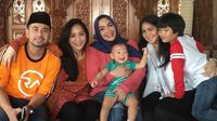 Rieta Amilia bersama Nagita Slavina dan Raffi Ahmad [foto: instagram/rieta_amilia]