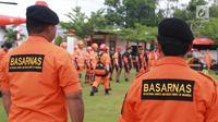 Kantor Pencarian dan Pertolongan (Basarnas) Gorontalo mengikuti apel gelar pasukan dan peralatan SAR di Kantor SAR Gorontalo, Senin (27/5/2019). Apel khusus secara interen ini merupakan langkah awal kesiapsiagaan personel dan peralatan SAR untuk pengamanan lebaran. (Liputan6.com/Arfandi Ibrahim)