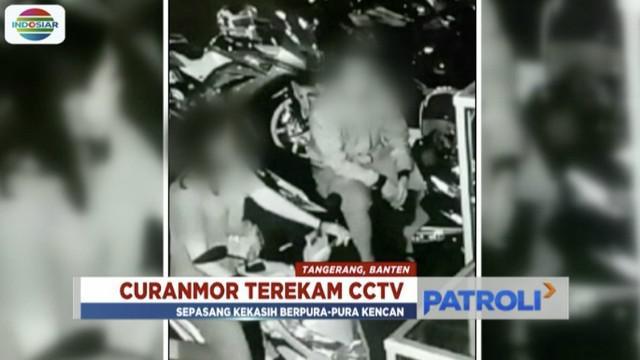 Sepasang kekasih terekam CCTV sedang berupaya mencuri sepeda motor di sebuah parkiran taman di Tangerang. Sebelumnya, mereka terlihat tengah berpura-pura kencan di atas motor tersebut.