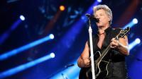 Dua jam lebih menghibur penonton, tidak terlihat sama sekali rasa letih dari Jon Bon Jovi yang semakin tua semakin keren ini. (Foto: Faizal Fanani/Liputan6.com)