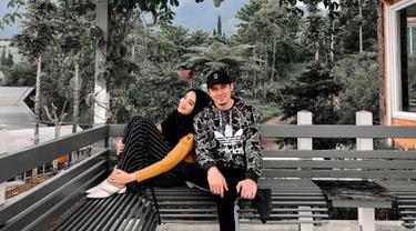 Pasangan yang menikah pada 15 Januari 2011 ini memang cukup sering terlihat bersama diberbagai kesempatan. Bahkan tak sedikit netizen yang menganggap keduanya sangat terlihat serasi dan kompak. (Liputan6.com/IG/@irwansyah_15)